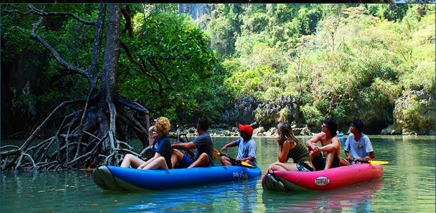 Canoeing at Hong Island Tour